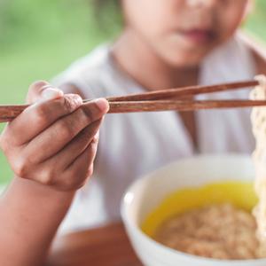 箸の持ち方ってどうやって教える?子供への教え方や練習させるコツ