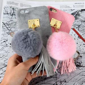 スマホケースも冬支度♡贅沢ファーのオシャレデザインに注目!