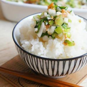 「ごま塩」の活用レシピ4選♪おにぎり使うだけなんて勿体ない!