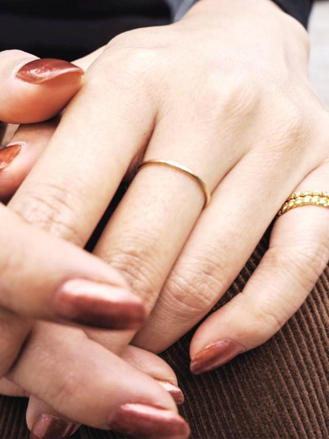 大人女子の指輪重ねづけ