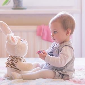 10ヶ月頃の赤ちゃんにおすすめのおもちゃ4選♡知育に繋がるものは?