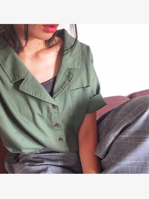 レディースの開襟シャツ