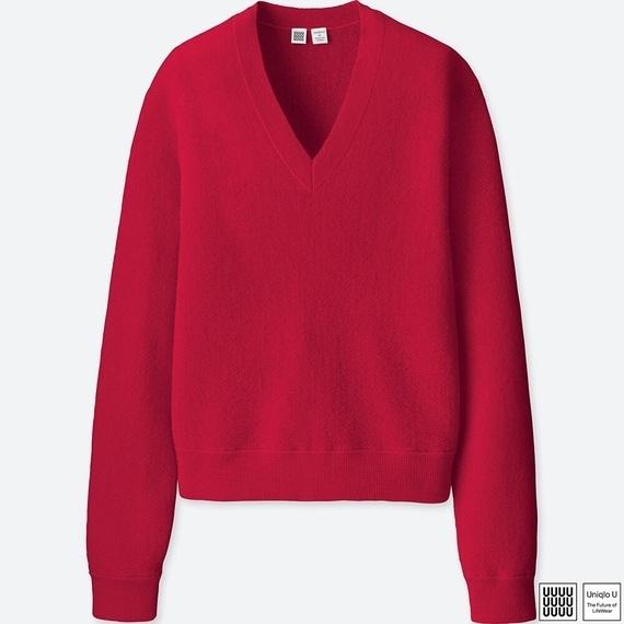 ユニクロのウールVネックセーター