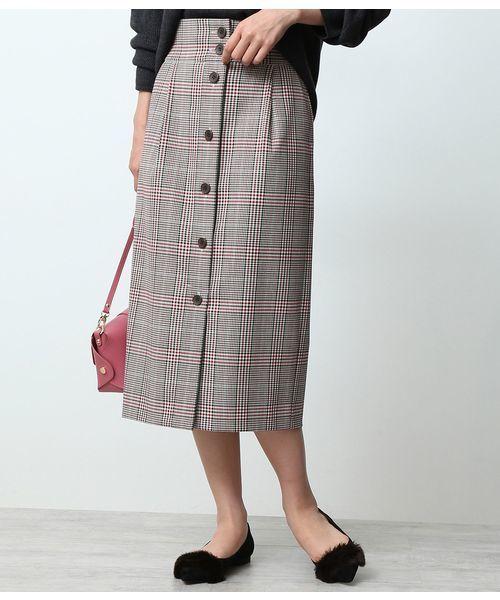 チェック柄のフロントボタンスカート