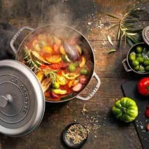 おしゃれデザインの鍋で食卓を華やかに♪料理が楽しくなるアイテム