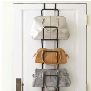 選びやすさor見やすさ…どっちを重視?増え続けるバッグの収納アイデア