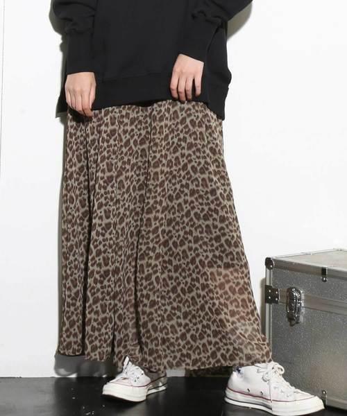 レパード柄のスカート