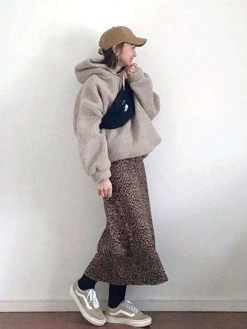 レオパード柄スカートのコーデ