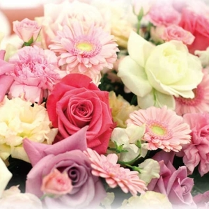 インテリアが見違える☆四季折々のお花を飾って息抜きしませんか?♡