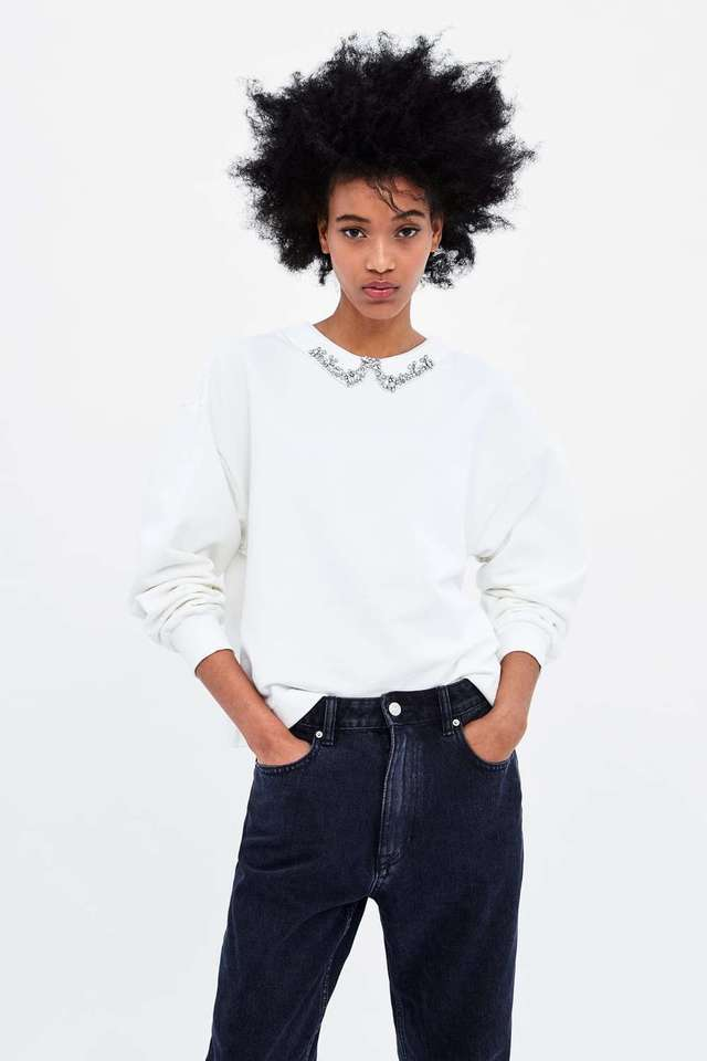 ZARAのラインストーンカラー付きスウェットシャツ