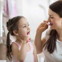 仕上げ磨きはいつまで?子どもが自分で歯磨きするときの教え方