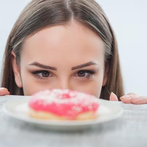 後悔する前に!ダイエット中の食べ過ぎをリセットする4つの方法