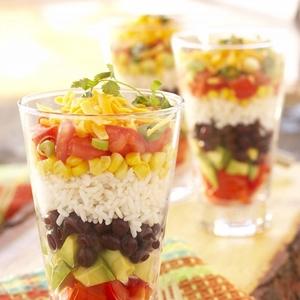 スムージーはもう古い?ダイエットと美容に効く「飲むサラダ」とは