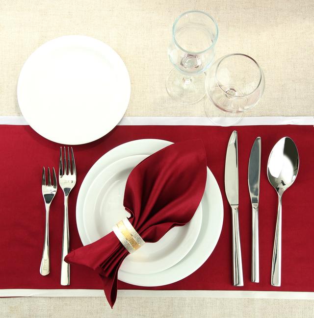 赤 テーブルコーディネート