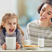 「飲み過ぎは危険?」子どもが大好きな牛乳のメリットとデメリット
