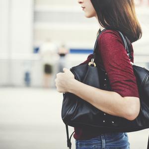 実用性も見た目も妥協したくない!本当に使えるA4サイズの通勤バッグ