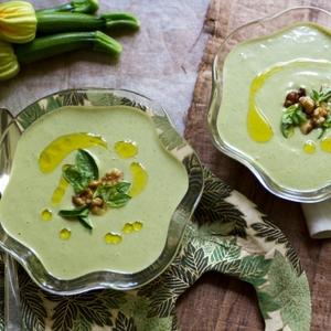 暑い時期にさっぱり美味しい♡《ズッキーニ》の冷製スープレシピ