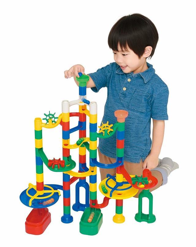 カラフルな自分で組み立てる玉転がしおもちゃ
