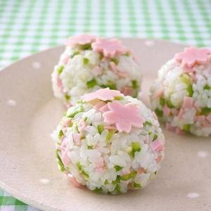 お花見やピクニックのお弁当に♡春らしさ満載《おにぎりレシピ》7つ