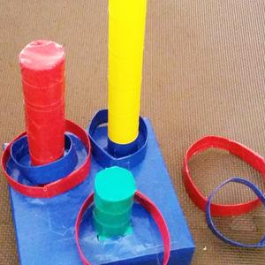家の中で工作タイム♪牛乳パックの「輪投げセット」の作り方