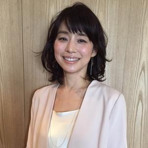 ふわふわ髪の石田ゆり子