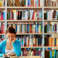 おしゃれなカフェ付き図書館が人気♡ママが活用するメリットって?