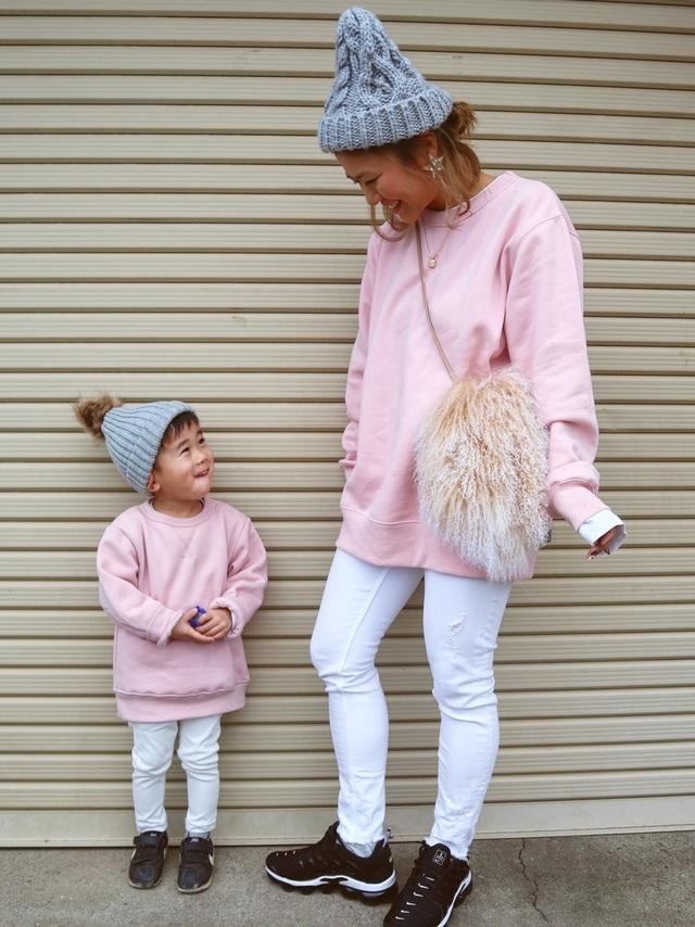 ピンク色で楽しむ優しげファッション