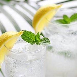 どう飲むのが正解?「水ダイエット」のポイントと注意点