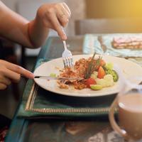安いステーキ肉がジューシーに♪「重曹」を使った裏技レシピ特集