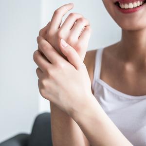 【セルフチェック】治りにくいその手荒れ、「手湿疹」かも!?