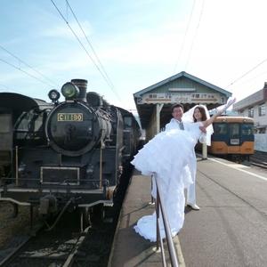 鉄道の列車内で挙式!新しい結婚式《ブライダルトレイン》とは