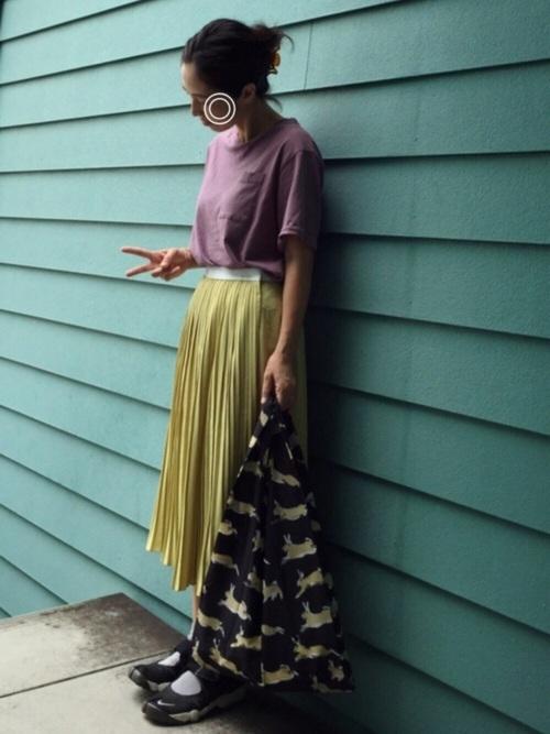 くすみイエローのプリーツスカート