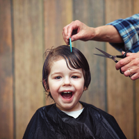 自宅で簡単にできる!「バリカン」を使った男の子のヘアカット方法