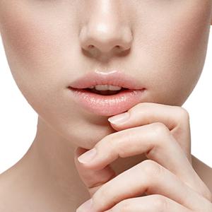 リップクリームは縦に塗る!魅力的な唇をつくるケア方法とは?