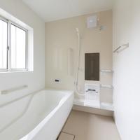 お風呂のカビ対策で窓は「開ける?」「閉める?」気になる疑問を解決!