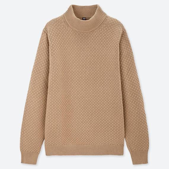 UNIQLOのミドルゲージモックネックセーター