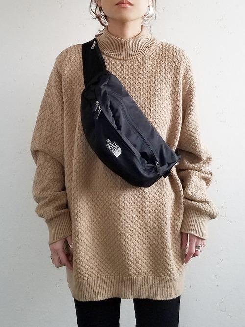 UNIQLOのミドルゲージモックネックセーターコーデ