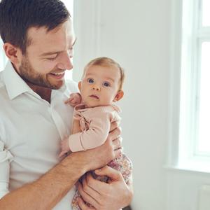 「パパ見知り」で号泣する赤ちゃん……夫婦で克服する方法は?