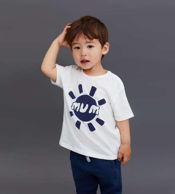 ZARAの'MUM' Tシャツ