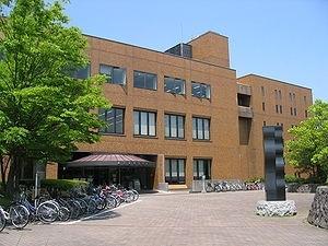 長野県立長野図書館
