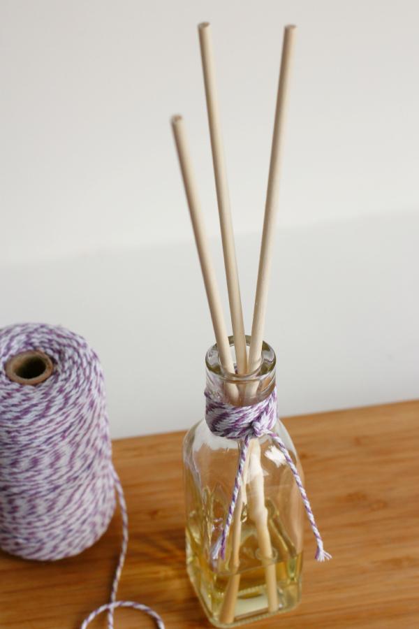 糸を巻いた手作りリードディフューザー