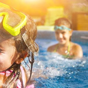 プールの顔つけの練習法って?遊びながら楽しむのがコツ!