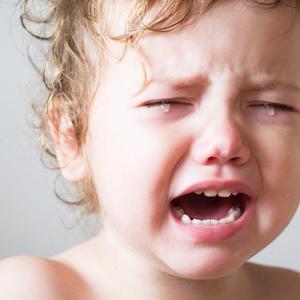 子供の熱が下がったのに……どうして機嫌が悪くなるの?対処法は?