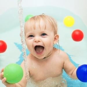ビニールプールだけじゃない?「お家で水遊び」を叶える4つの方法♪
