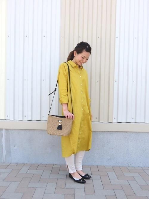 黄色いシャツワンピとリブレギンス